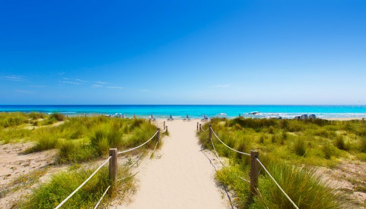 4 Tage Menorca inkl. Apartment, Flug, Transfer und Zugticket ab 181€