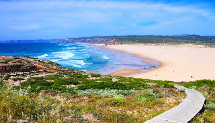 Algarve: 1 Woche in Albufeira im Oktober im 3* Hotel mit Flug ab 245€