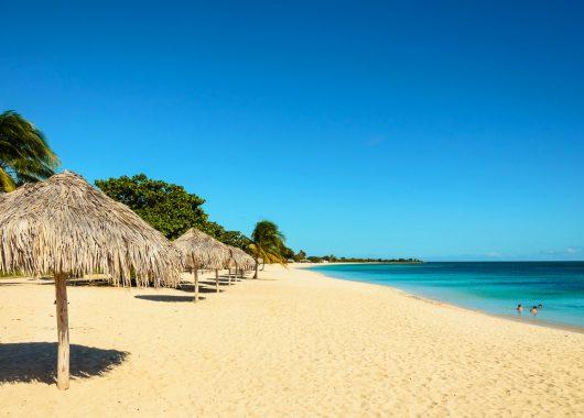 Kuba: 9 Tage All Inclusive im 3*S Hotel mit Flug, Transfers und Zugticket ab 993€