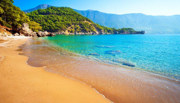 All Inclusive-Urlaub in der Türkei: 1 Woche im 4-Sterne Hotel inkl. Flügen, Rail & Fly und Transfers ab 215€