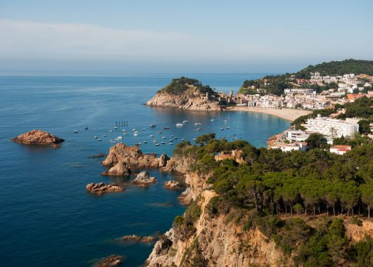 9 Tage Costa Brava: 4* Hotel, Flug, Transfer und Halbpension ab 356€