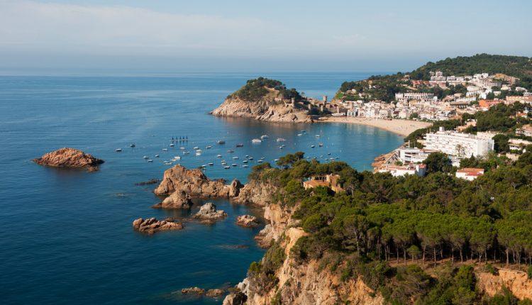 Fly & Drive an der Costa Brava für bis zu 4 Personen – 5 bis 15 Tage im 3*Aparthotel ab 249€