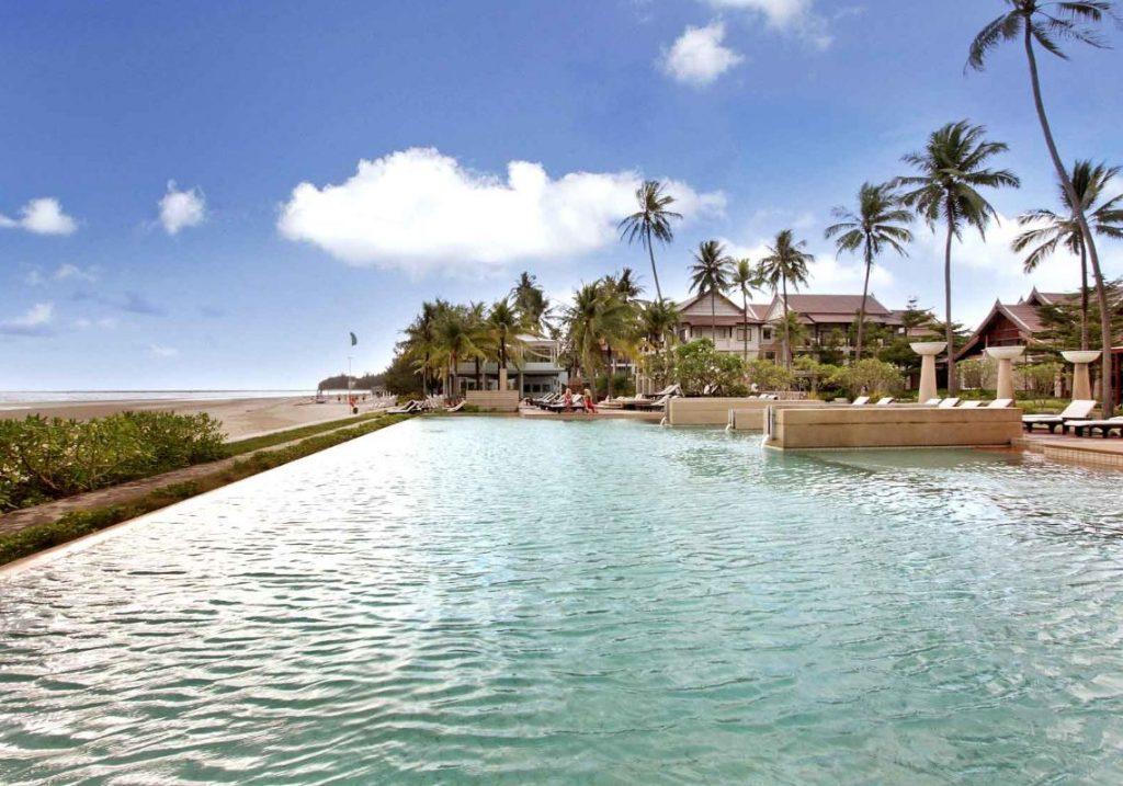Apsara_Beachfront-Resort_and_Villa2