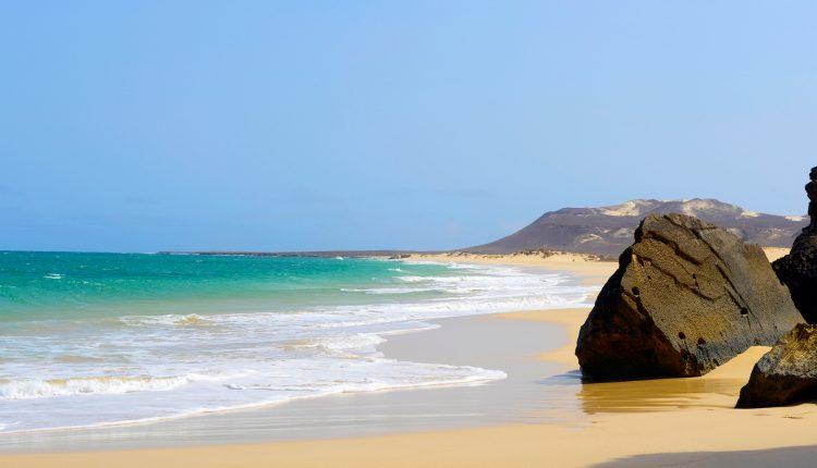 Lastminute: Eine Woche Kapverden im 4* Beach Resort mit HP, Flug, Transfer, Zug zum Flug ab 478€