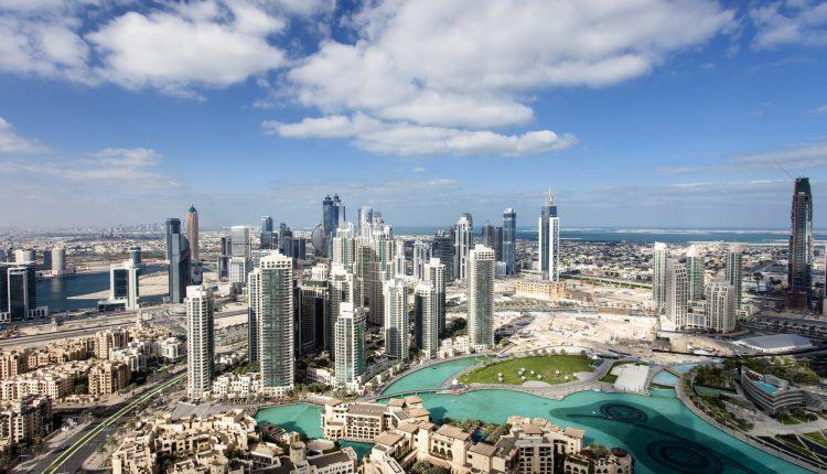 Eine Woche Dubai im Holiday Inn inkl. Frühstück, Flug, Rail&Fly und Transfer ab 300€
