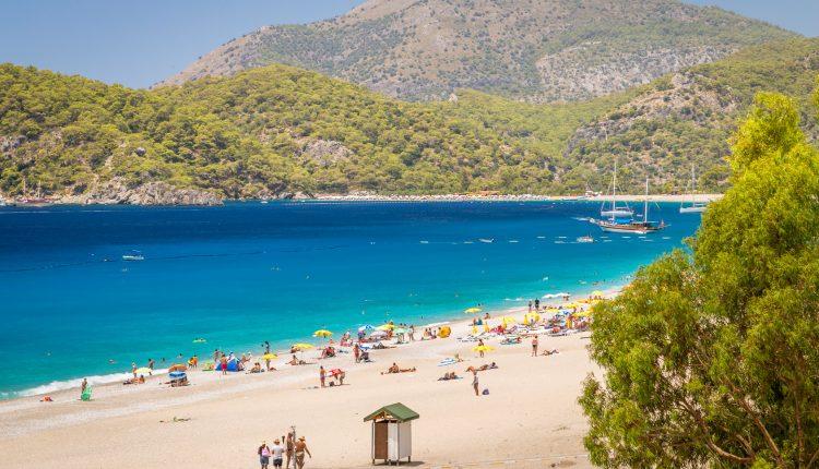 Last Minute in die Türkei: 9 Tage in Alanya im 3* Hotel inkl. Flügen, Transfers und Halbpension ab 253€