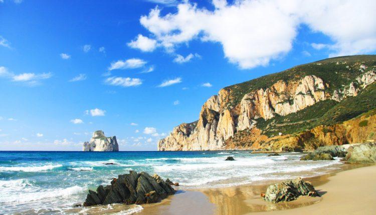 Eine Woche Sardinien im 3* Hotel inkl. Frühstück, Rail&Fly, Flug & Transfer ab 383€