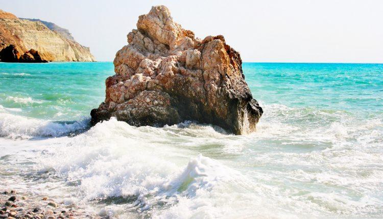 Juli – August: 1 Woche Zypern im 3* Hotel inkl. Halbpension, Flug und Transfer ab 455€