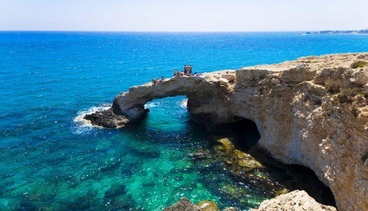 Zypern im gut bewerteten Aparthotel: 1 Woche im August oder September inkl. Flug ab 303€