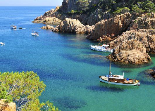 Menorca im September: 1 Woche im 3* Hotel inkl. Flug, Transfer und Rail & Fly ab 307€