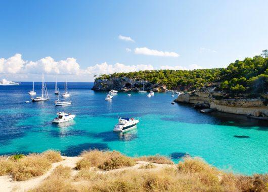 Mallorca im Mai: 1 Woche im 3*Apartment mit Flügen und Zug zum Flug ab 195€