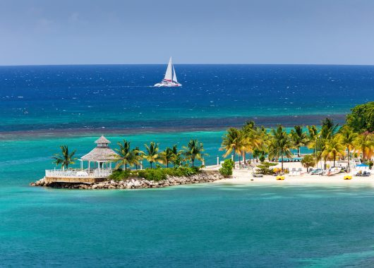 14 Tage Jamaika: gutes 3* Hotel inkl. Flug, Transfer, Rail&Fly und All Inclusive an 1341€