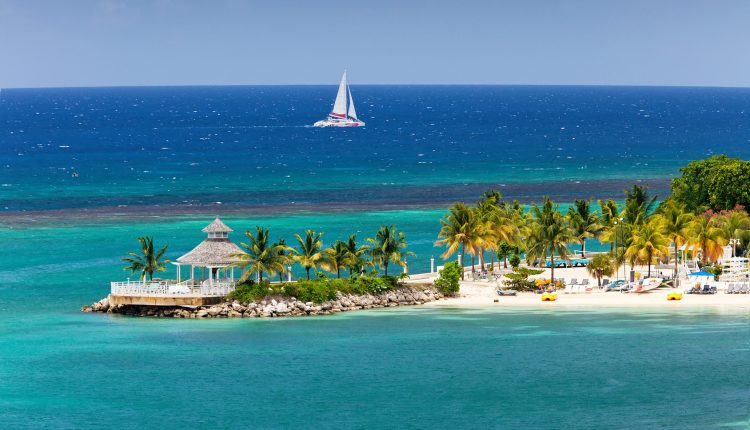 Februar – März: 1 Woche Jamaika inkl. Resort, Flug, Transfer und Rail&Fly für 626€ ab München, 850€ ab Frankfurt