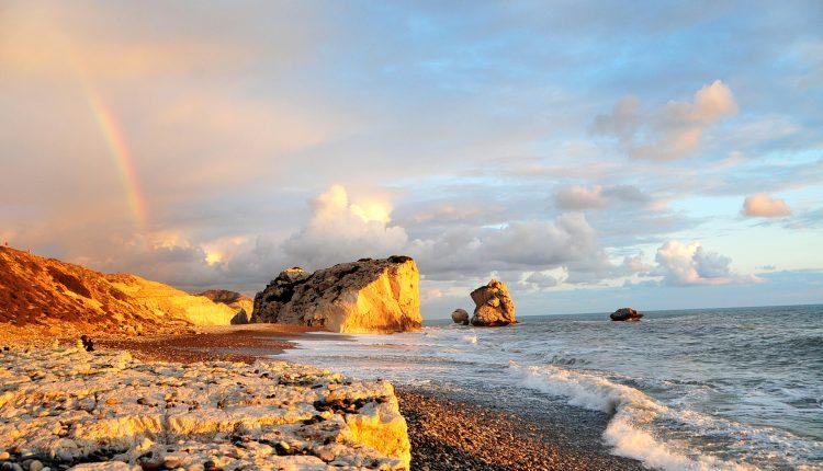 Zypern: 1 Woche im 3* Hotel inkl. Flügen, Transfers, Rail & Fly und Frühstück ab 278€