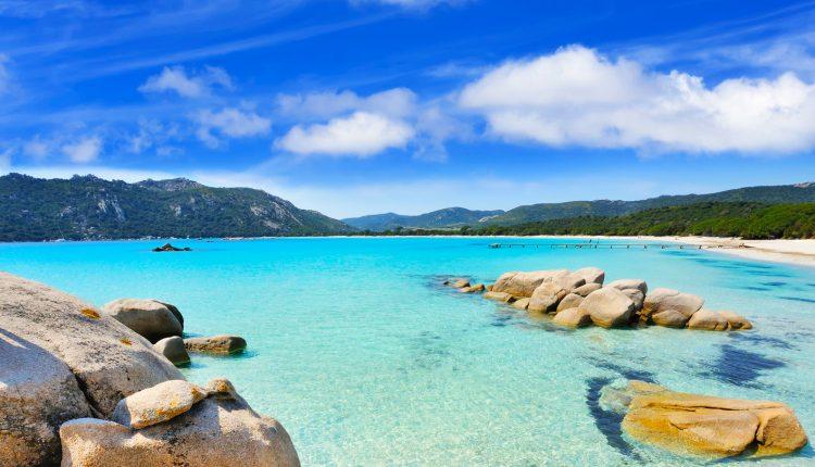 Sardinien: 1 Woche im 3* Hotel inkl. Flügen und Mietwagen ab 366€
