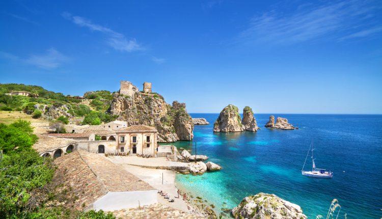 August/September: 8 Tage Grado, Adria im 4* Hotel mit Halbpension für 249€