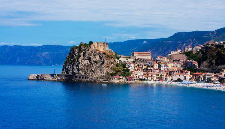 Kalabrien: 1 Woche im top 4*Hotel inkl. Flügen, Zugticket und Halbpension ab 348€