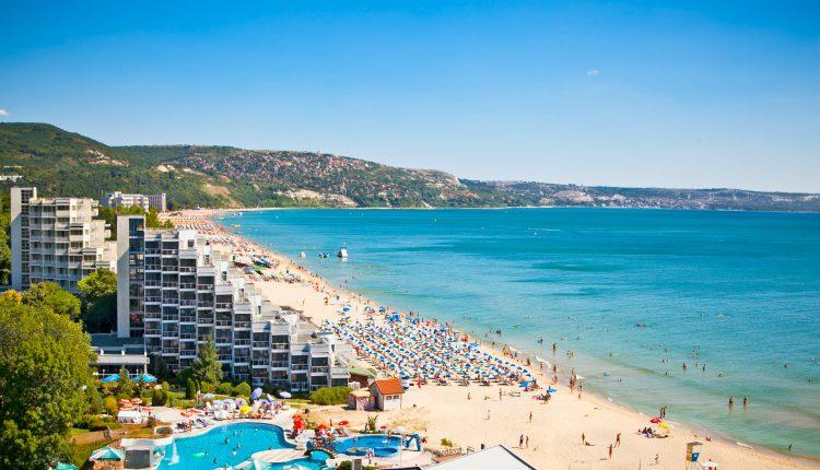 1 Woche Goldstrand im 3,5* Hotel mit All In, Flug & Transfer ab 239€