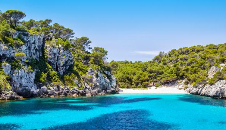 14 Tage Menorca im sehr guten 3* Apartment inkl. Flug, Transfer und Rail & Fly ab 361€
