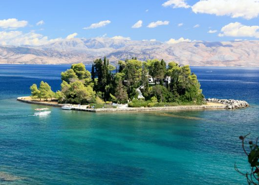 Korfu im Mai: 1 Woche im 4* Hotel inkl. Flug, Rail & Fly, Transfer und Frühstück ab 337€