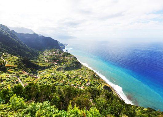 Eine Woche Madeira: 5* Hotel inkl. Frühstück, Flug, Rail&Fly und Transfer ab 351€