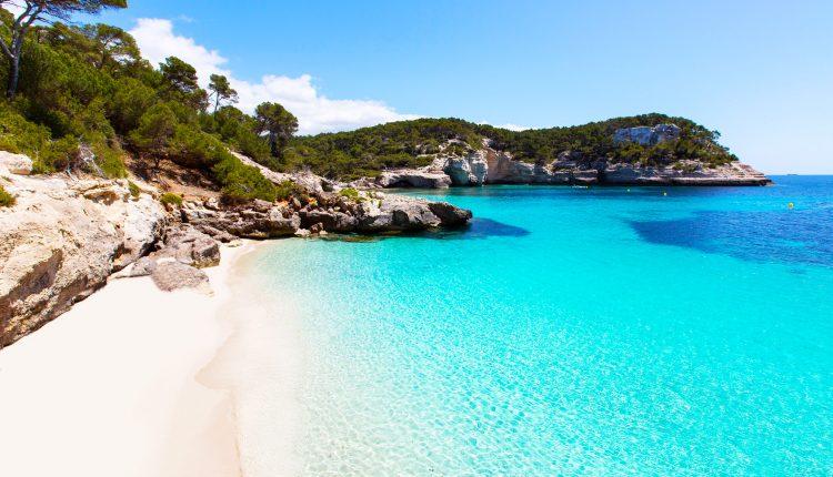 Menorca: 1 Woche im sehr guten Bungalow inkl. Flug, Transfer und Rail & Fly ab 335€