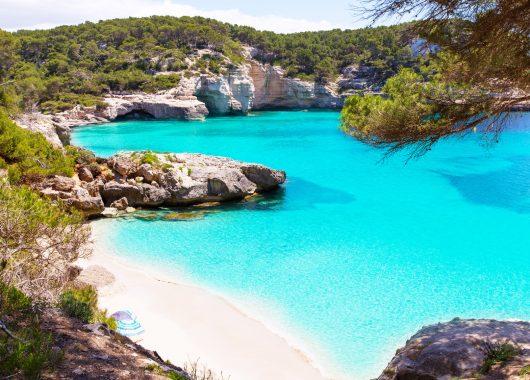 Nur noch heute: 7 Tage Menorca im guten 3* Hotel inkl. Flügen, Transfers, Rail&Fly und Vollpension für nur 399€