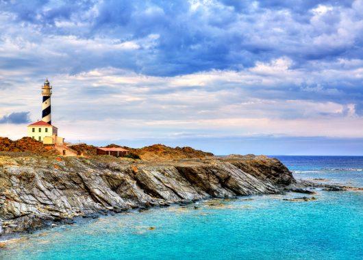 Frühbucher: Eine Woche Menorca im 4* Hotel inkl. HP, Flug, Rail&Fly u. Transfer ab 456€