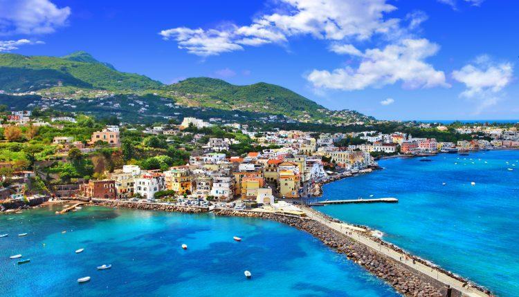 Neapel: 3, 4, 5 oder 6 Tage im zentralen 4* Hotel inkl. Flug und Frühstück ab 159€