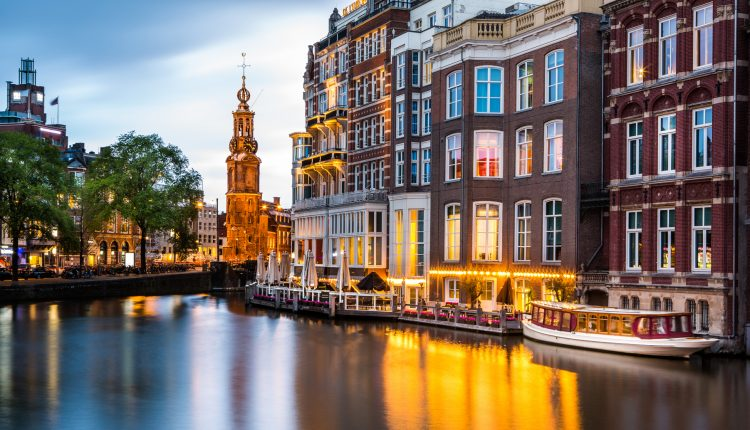 2 – 4 Tage im super zentralen 3* Hotel in Amsterdam inkl. Frühstück und Grachtenfahrt ab 49€