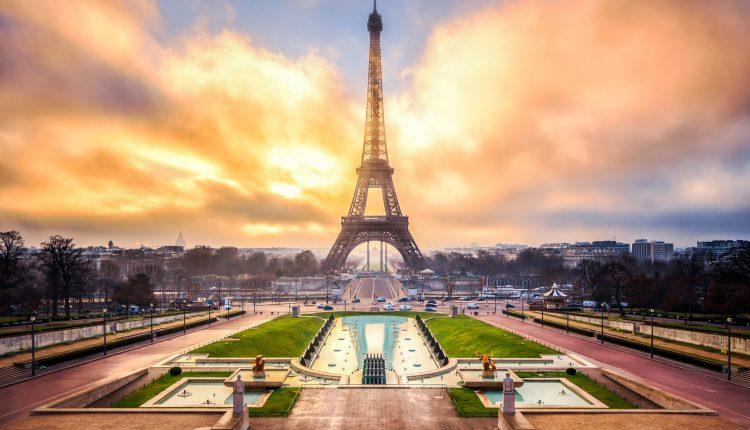 Silvester in Paris: 4 Tage im zentralen 3* Hotel inkl. Flügen ab Berlin ab 353€