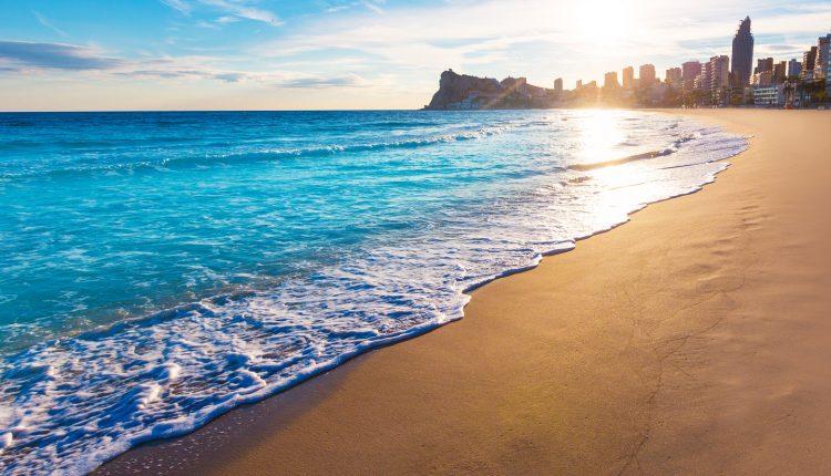 1 Woche Alicante im Dezember: 4* Hotel mit Frühstück & Flug ab 303€