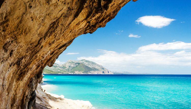 Eine Woche Sardinien im Herbst: 4* Hotel inkl. HP, Flug und Rail&Fly ab 399€