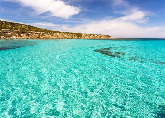 Last Minute Luxus auf Zypern: 1 Woche im 5*Hotel mit Flügen, Frühstück und Zugticket ab 348€