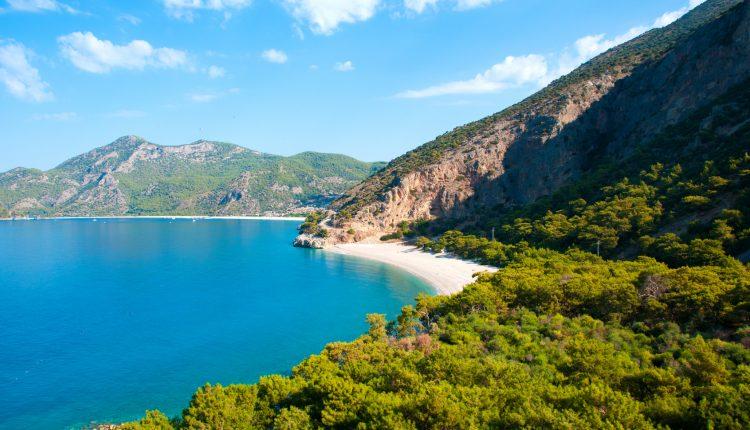 10 Tage Türkische Ägäis im sehr guten 3* Hotel inklusive Halbpension, Flügen, Transfer und Rail&Fly ab 396€