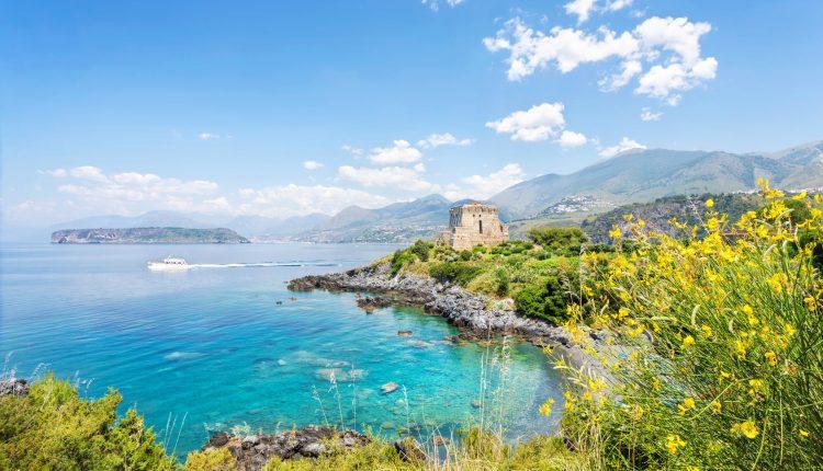 7 Tage San Nicolo di Ricadi (Kalabrien) im 3* Hotel inkl. HP, Flug und Transfer ab 266€