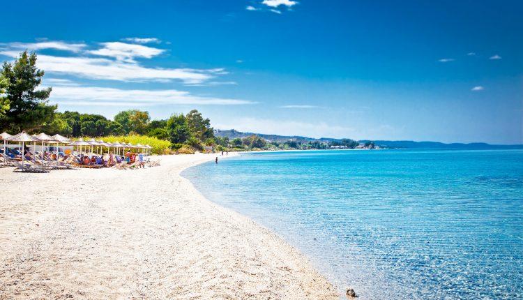 Im Oktober nach Chalkidiki: 7 Tage im 3* Hotel mit Meerblick, Flügen und Halbpension ab 256€
