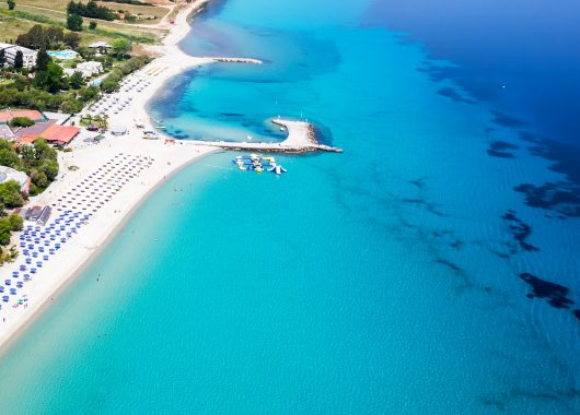 6 Tage Chalkidiki im September: 4* Hotel mit Halbpension, Transfer, Privatstrand & Flug ab 396€
