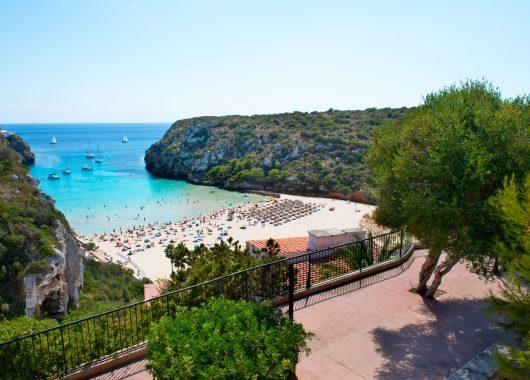 1 Woche Menorca im 4* Hotel inkl. Frühstück, Flug, Rail&Fly und Transfer ab 378€