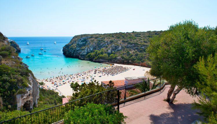1 Woche Menorca im 4* Hotel inkl. HP, Flug, Rail&Fly und Transfer ab 429€