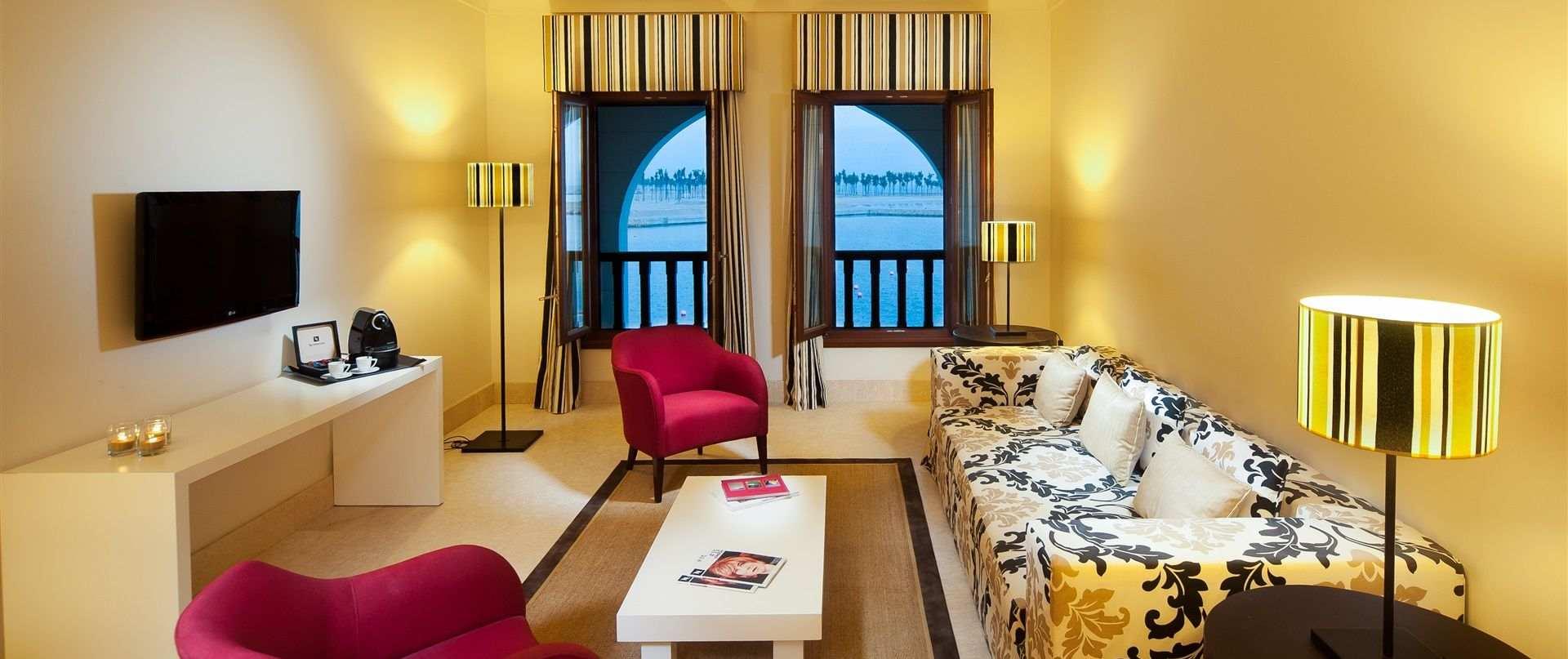 apartment-family-room-juweira-hotel-1.jpg.1920x807_0_144_10000