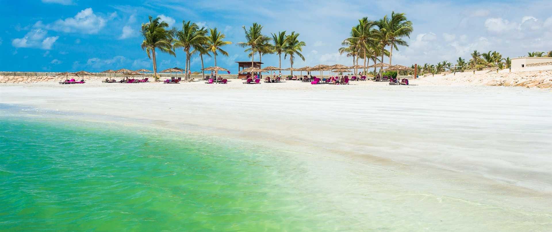 salalah_beach_juweira-hotel.jpg.1920x807_default