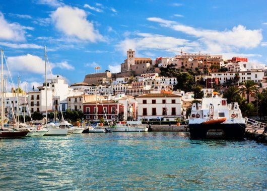 1 Woche Ibiza im 3,5* Hotel mit All In, Flug, Rail&Fly und Transfer ab 338€