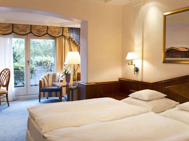 Natur_Hotel_Laerchenhof_Spa-Seefeld_in_Tirol-Zimmer_mit_Bergblick-26210