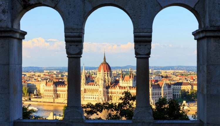 Sommer 2015: 4 Tage Budapest im 4* Mercure inkl. Flug mit AirBerlin ab 159€ pro Person