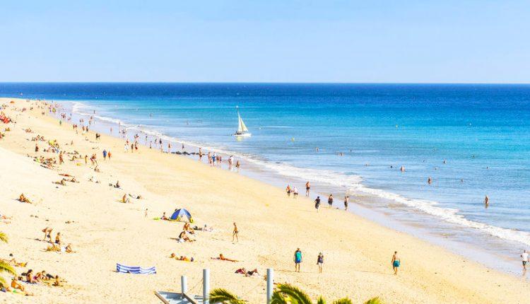 Ruhepol für Paare: Eine Woche im 4,5 Sterne Hotel auf Fuerteventura direkt am Strand inkl. HP und Rail&Fly für 682€ pro Person