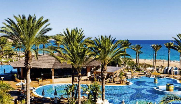 1 Woche Fuerteventura im Juni: 5* Hotel mit Halbpension, Flug, Transfer und Rail&Fly für 444€ (ab München und Dresden)