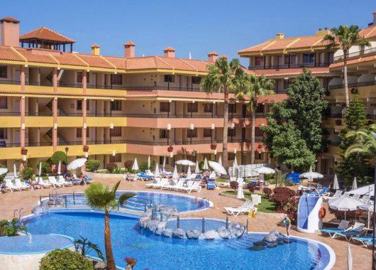 Eine Woche Teneriffa im Juni: Gutes 3* Hotel inkl. Flügen, Halbpension, Zug-zum-Flug und Transfer ab 445€