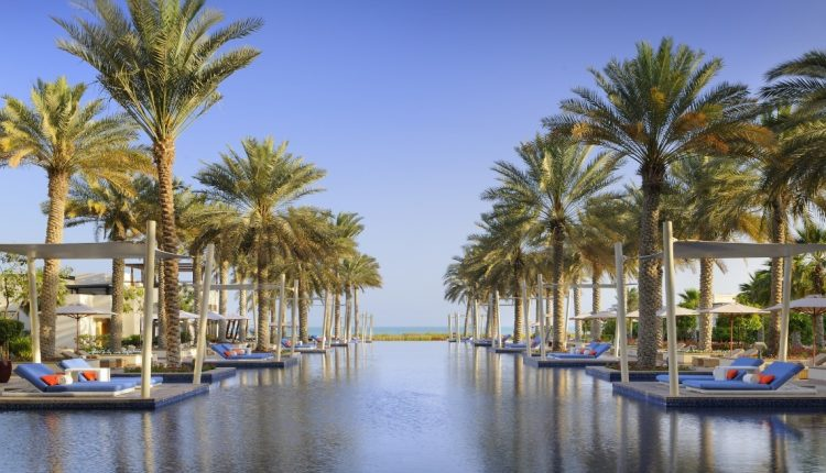 Luxus pur: 1 Woche Abu Dhabi im exzellenten 5* Hotel mit Halbpension, Flug und Transfer ab 888€