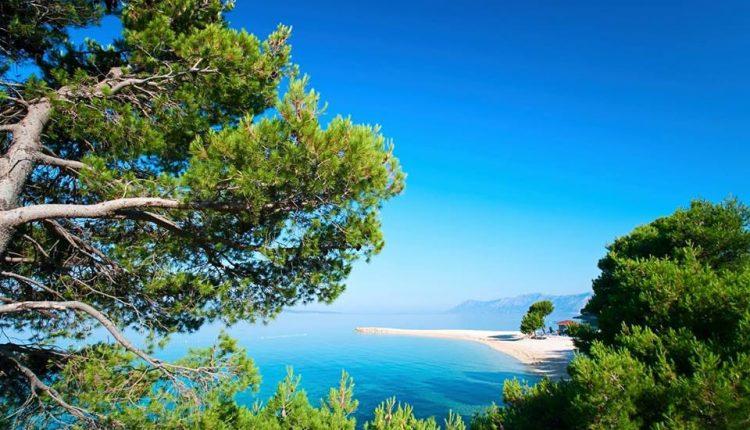 1 Woche Kroatien im guten 3* Hotel mit Meerblick inkl. Frühstück, Flug, Transfers und Rail&Fly ab nur 247€